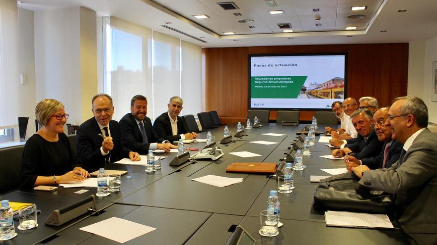 La consellera María José Salvador en la comisión de seguimiento del proyecto del Corredor Cantábrico-Mediterráneo