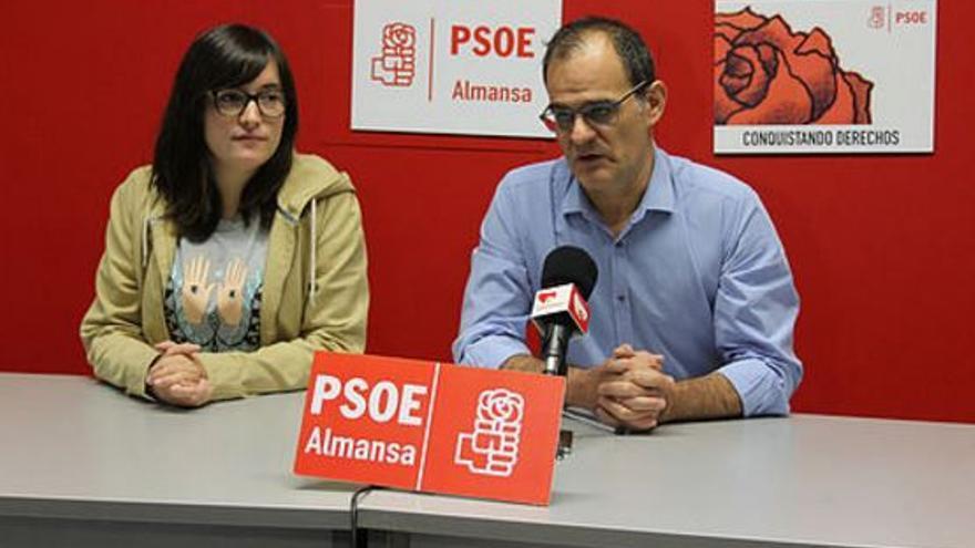 Manuel Serrano y Clara López, Secretario General y Secretaria de Organización del PSOE de Almansa