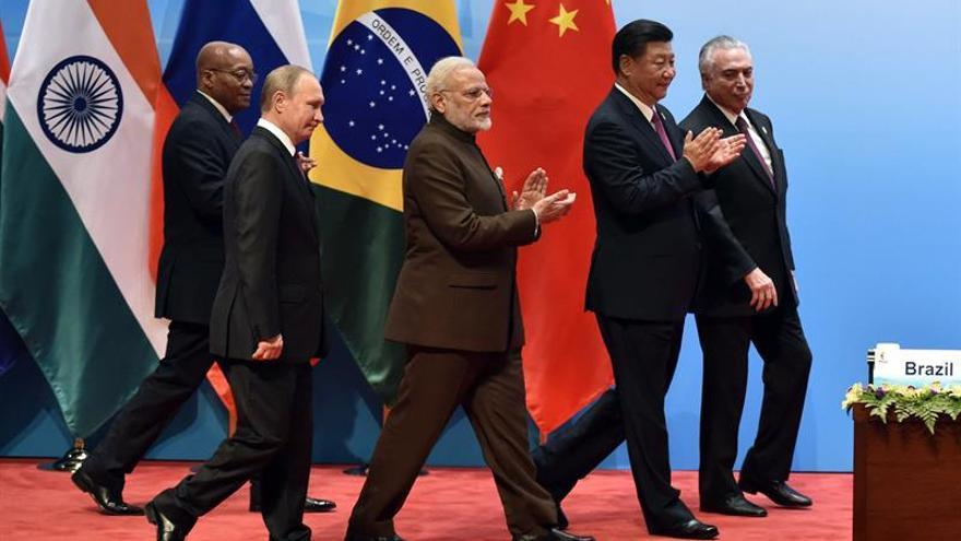 Putin y Modi analizan una futura cooperación bilateral en gas y petróleo