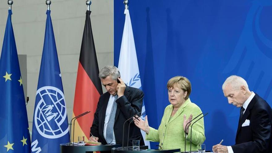 Merkel redobla compromiso frente a crisis migratoria, centrada ahora en Libia