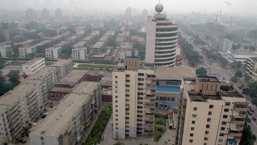 Tangshan, capital siderúrgica de China, cambia acero por flores