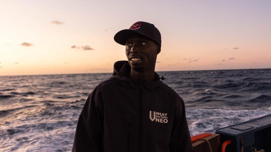 El marinero Eduardo Thiam a bordo del Aita Mari.