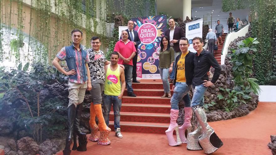 En la imagen, recibimiento a los 'drag queen' en el Hotel H10 Taburiente.