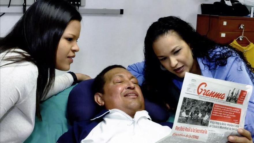 El presidente Hugo Chávez anuncia en Twitter su regresó a Venezuela
