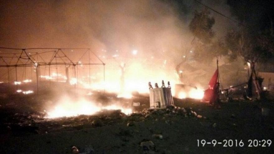 Imagen del incendio en el campo de Moria (fuente: Twitter, @souidos)