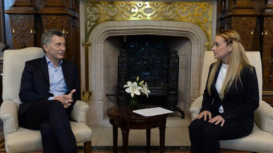 "Tintori emplaza a Macri a liderar oposición regional a ""dictadura"" de Maduro"