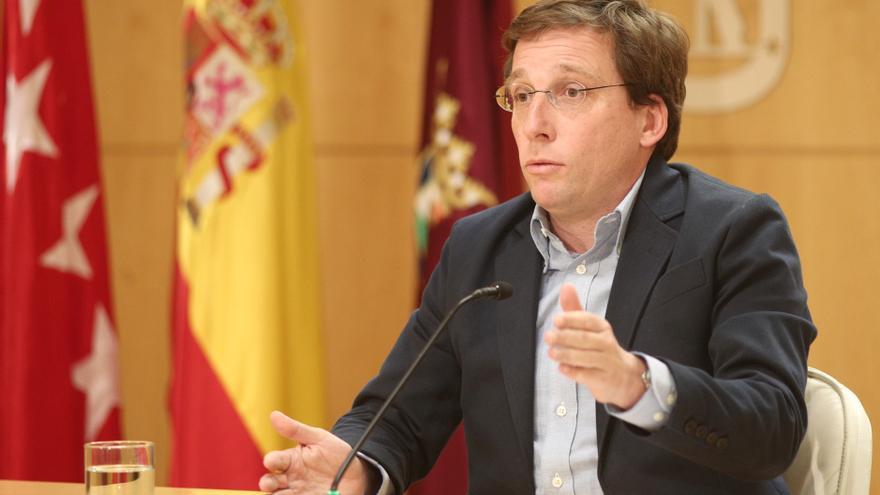 El alcalde de Madrid, José Luis Martínez- Almeida, durante su intervención en la reunión de la Junta de Gobierno.