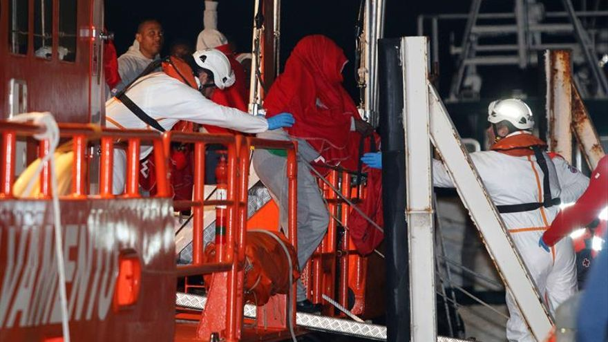 Llegan a Almería supervivientes de patera en la que han muerto niña y mujer