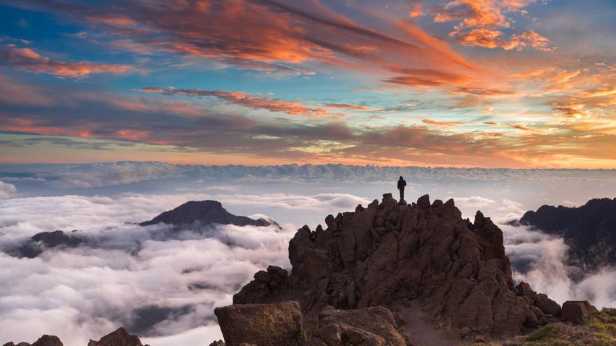 Atardecer en el Roque de Los Muchachos, en las cumbre del municipio de Garafía, el punto más alto de la isla de La Palma  (2.426 metros sobre el nivel del mar).