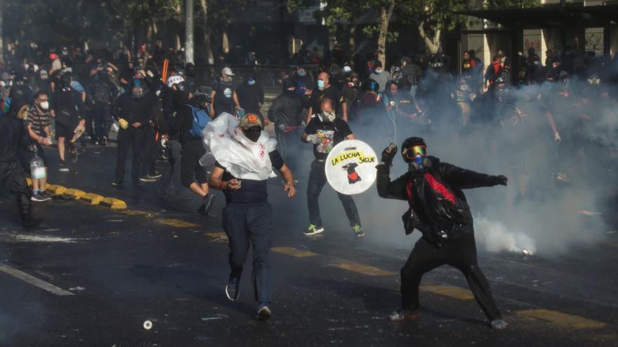 Incidentes marcan una protesta contra Piñera y por la liberación de presos