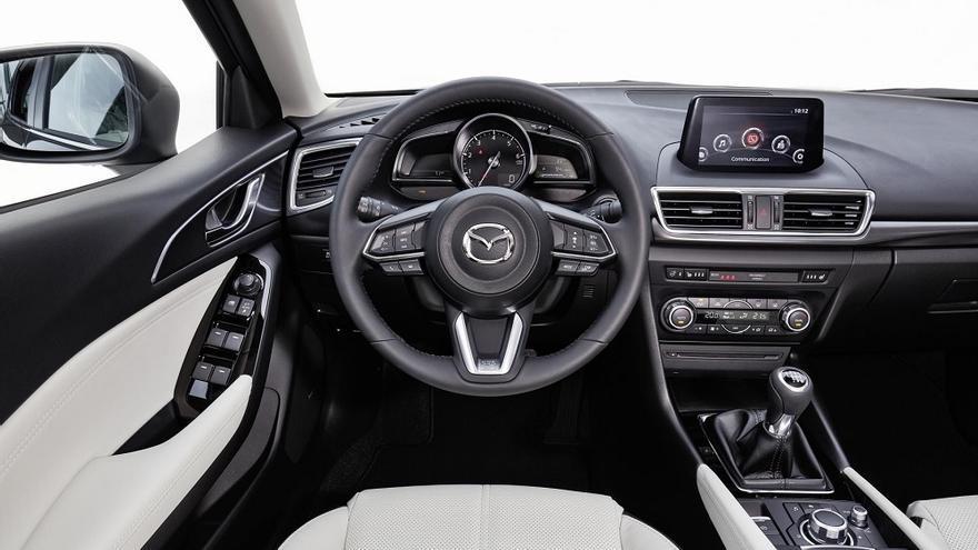 El habitáculo del Mazda 3 2017 gana en calidad general percibida.