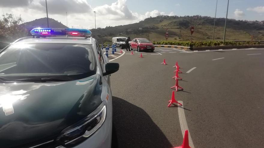 Coche de la Guardia Civil en un control en Gran Canaria.