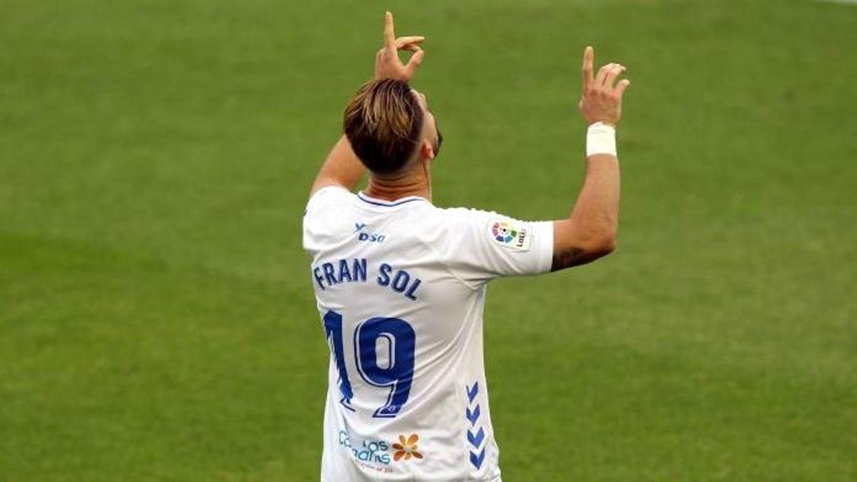 Fran Sol celebra un gol