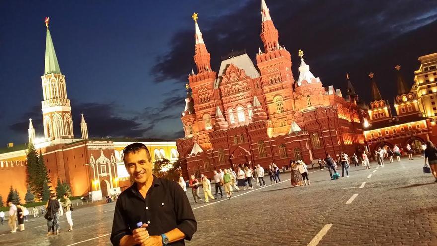 En la imagen, el motero José Ángel en la Plaza Roja de Moscú.