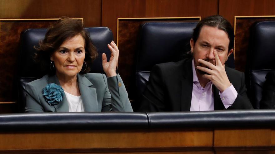 Los vicepresidentes del Gobierno Carmen Calvo y Pablo Iglesias, durante una sesión de control en el Congreso.