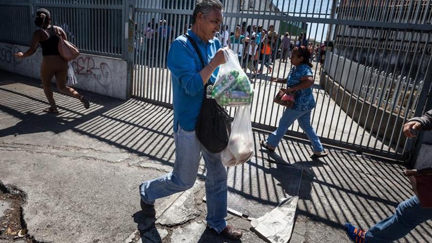 """El Gobierno venezolano afirma que la """"guerra económica"""" induce alta inflación"""