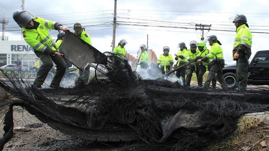 Un atentado contra un camión de policía en el este de Colombia causa 19 heridos