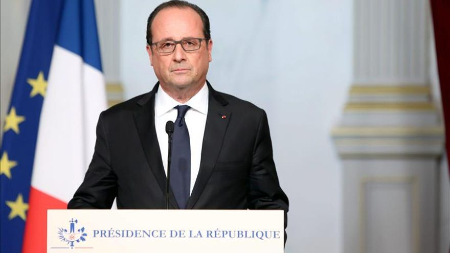 """Hollande: """"Los atentados son un acto de guerra del Estado Islámico"""""""