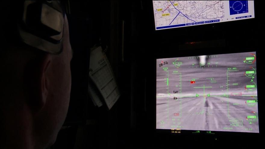 Piloto de drones norteamericano en su puesto de trabajo