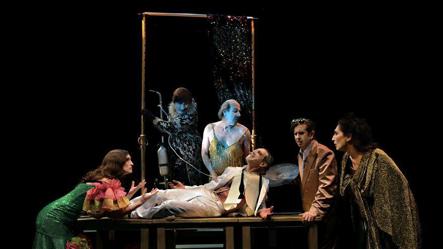 La Zaranda presenta en el Palacio de Festivales 'El desguace de las musas', con Gabino Diego