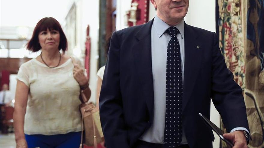 Navarro (PSOE) ve que la responsabilidad de formar gobierno es sólo de Rajoy