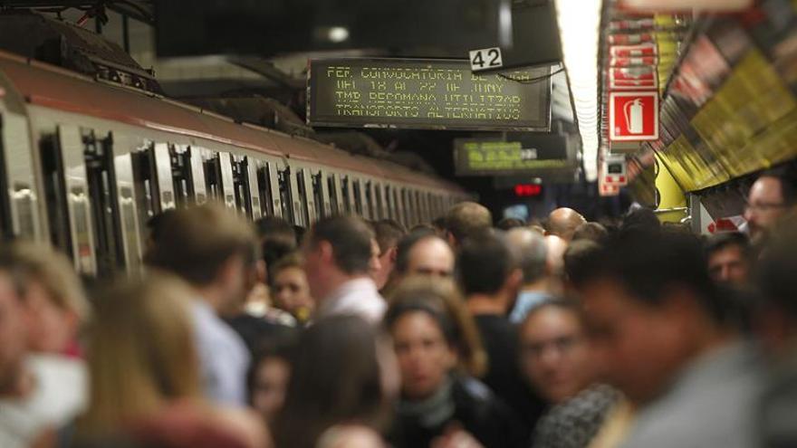 Nueva jornada de paros en metro de Barcelona vuelve a producir aglomeraciones