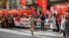 Más de 1.000 trabajadores de residencias exigen en las sedes del Consell el cobro de sus sueldos