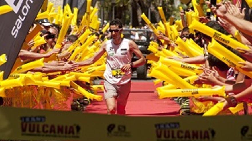 Imagen de archivo de Kilian Jornet, ganador de la Transvulcania 2013, a su llegada a la meta en Los Llanos.