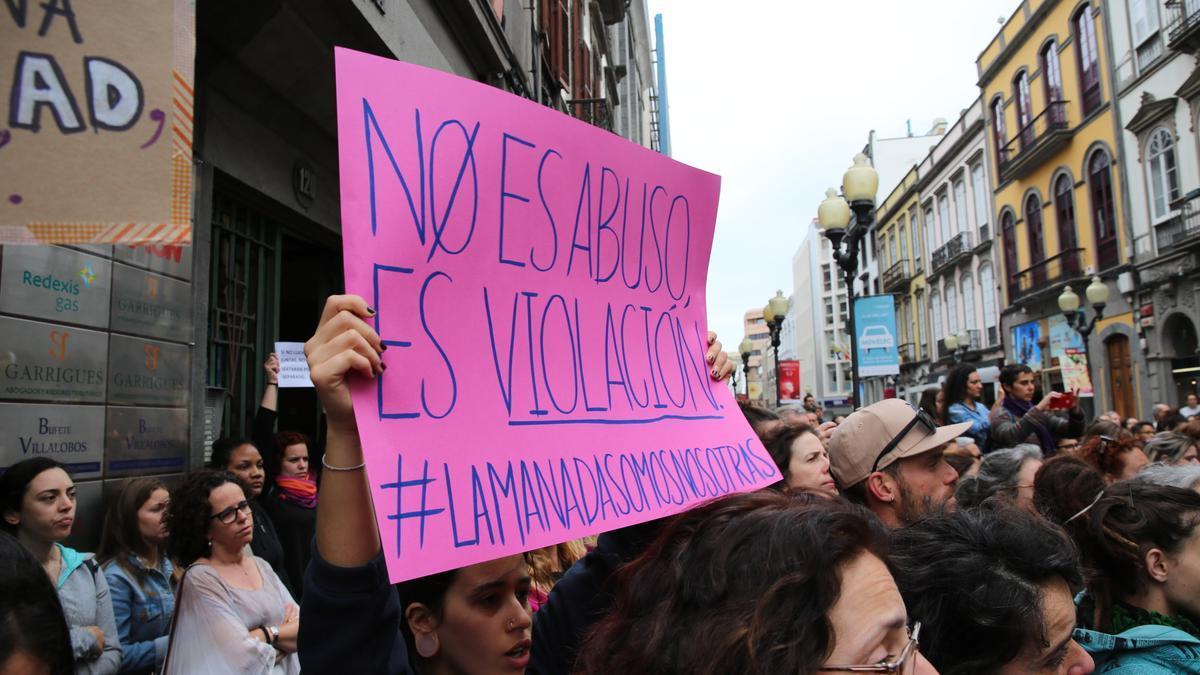 Cartel en una concentración contra las agresiones sexuales en Las Palmas de Gran Canaria. (ALEJANDRO RAMOS)