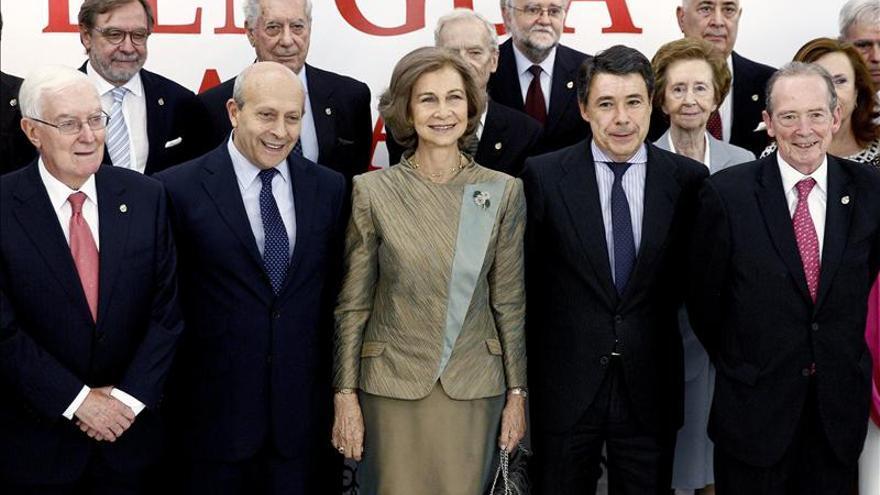 La Reina inaugura la exposición que conmemora el tricentenario de la RAE