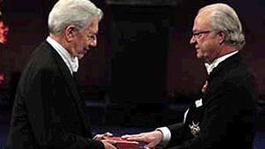 Vargas Llosa el pasado día 10 recogiendo el premio Nobel de Literatura.