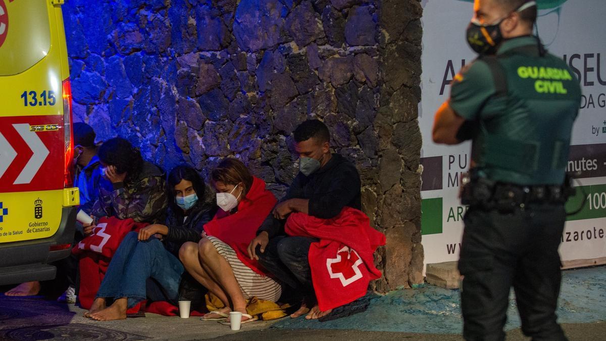 Una quincena de personas llegó a Arrieta, en Lanzarote, en patera durante la noche de este lunes