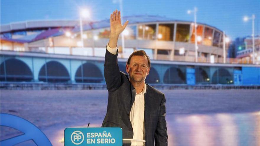 Rajoy bromea en Twitter con la pérdida de sus gafas, 'halladas' en el espacio