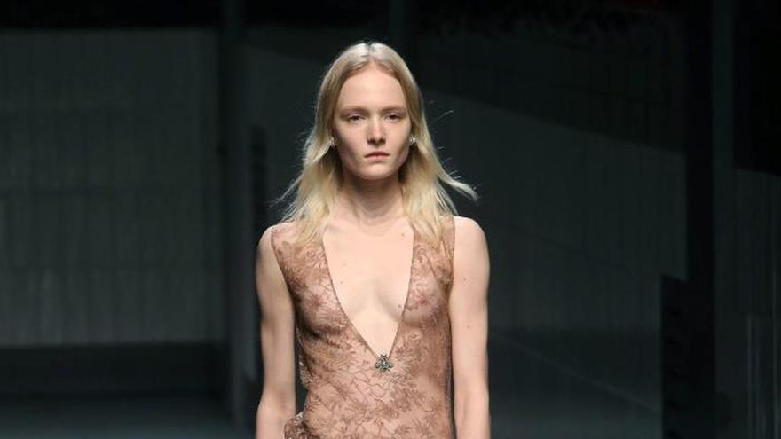 Las transparencias de Gucci y Alberta Ferretti inauguran la Moda de Milán