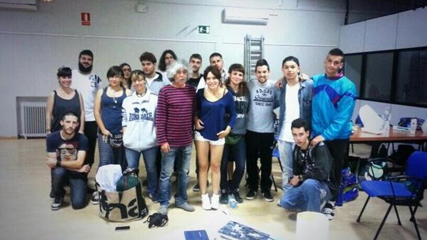 Alumnos del IES Carlos María Rodríguez de Valcárcel durante su encierro el pasado lunes./ SOSValcarcel