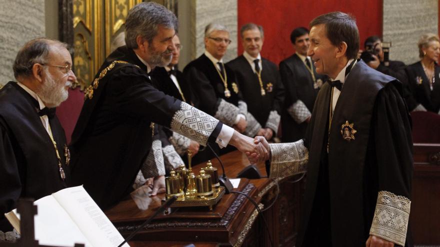 Manuel Moix saluda al presidente del Tribunal Supremo, Carlos Lesmes, durante su toma de posesión como jefe de la Fiscalía Anticorrupción