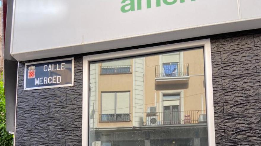 Cartel de la campaña #Yonovoto en la calle de la Merced, en el centro de Murcia