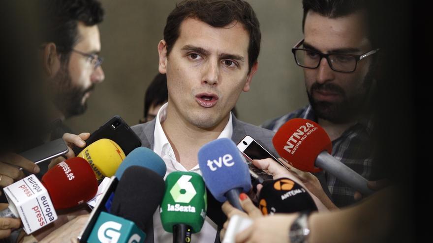 """Rivera responde a Colau que pitar el himno es """"falta de educación"""" y pregunta qué pasaría si se abuchease el catalán"""