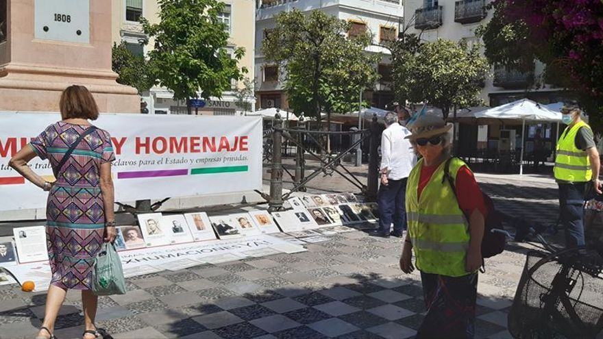 Vuelven las concentraciones mensuales por la memoria histórica en Sevilla tras su único parón en doce años por la COVID-19