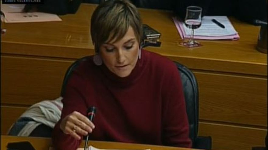 La diputada del PSPV denunciante del 'caso Cooperación', Clara Tirado, interroga a su responsable, Rafael Blasco en las Corts