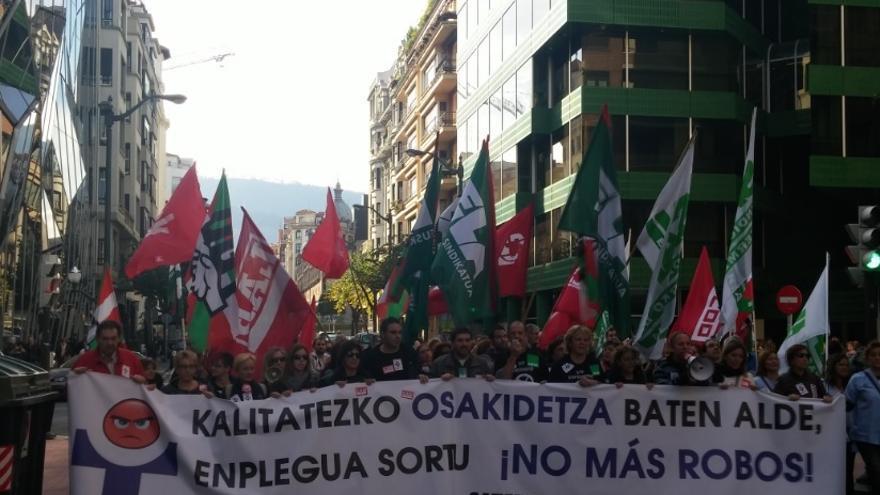Manifestación convocada por los sindicatos de Osakidetza en Bilbao