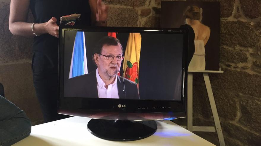 El plasma por el que los periodistas han seguido la intervención de Rajoy.