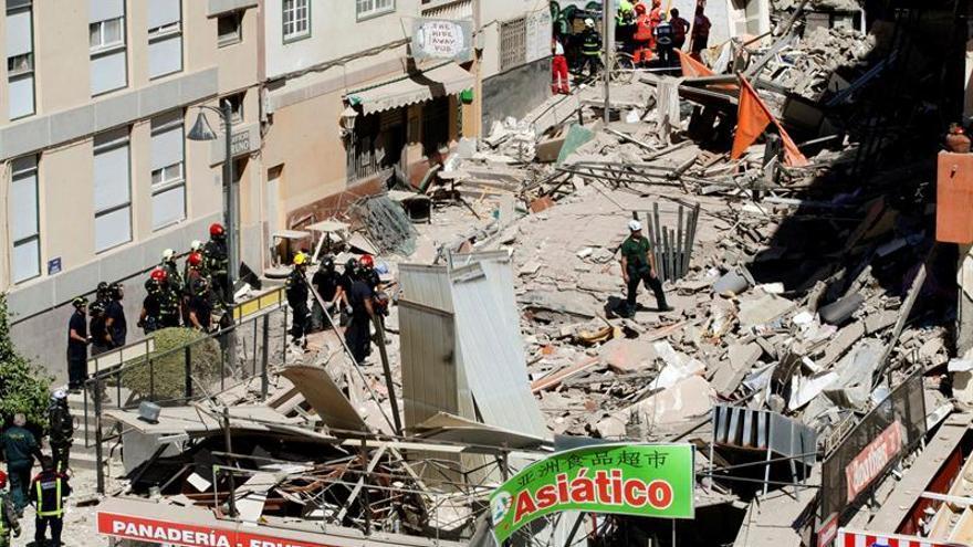 Derrumbe de un edificio en Los Cristianos (EFE/Ramón de la Rocha)