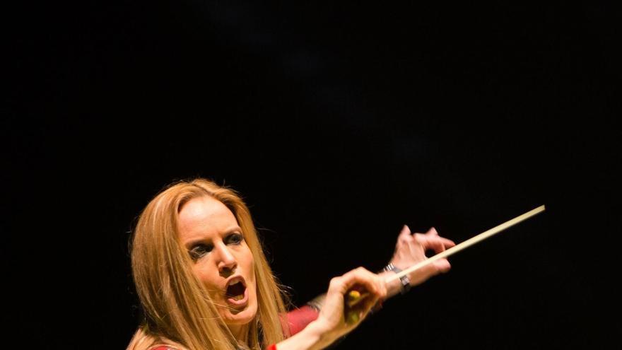 Eimear Noone, compositora y directora de orquesta irlandesa