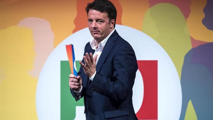 Renzi defiende su política de inmigración y dice que los sondeos no la cambiarán