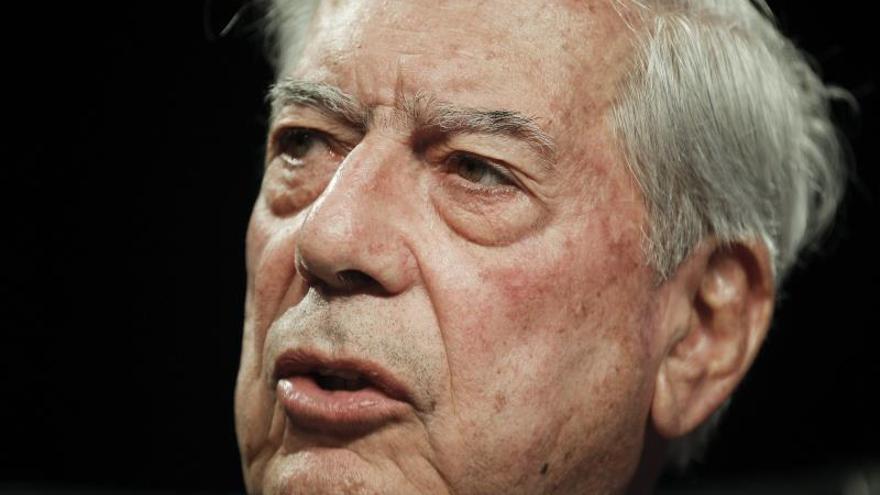Vargas Llosa dice que concentración de medios es una amenaza contra la libertad de expresión