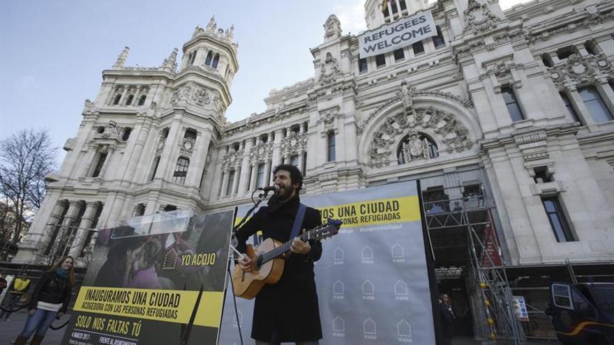 Madrid reclama al Gobierno que cumpla con las cuotas de acogida a refugiados