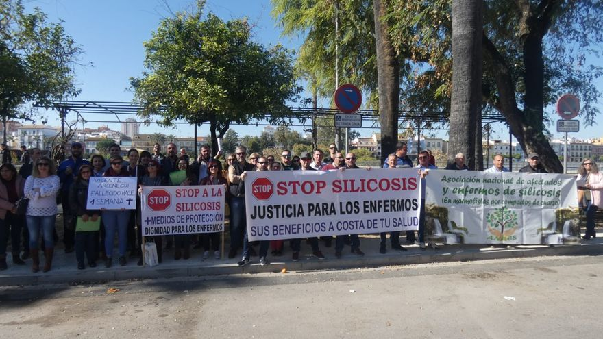 Trabajadores del silestone protestan por la distinción a Martínez-Cosentino