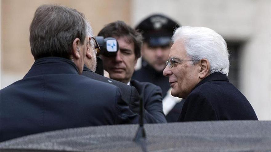 Mattarella jura su cargo como presidente italiano y apuesta por el crecimiento