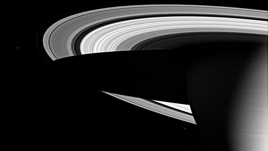 Hallan posibles condiciones de habitabilidad en lunas de Saturno y Júpiter